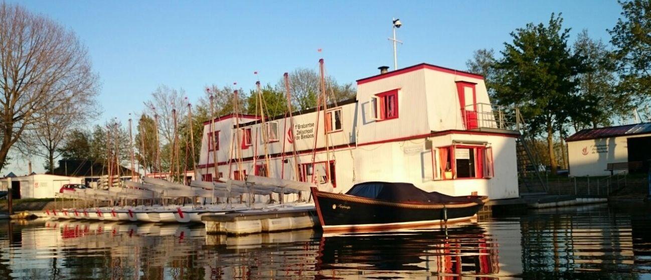 Woonboot Zeilschool de Biesbos